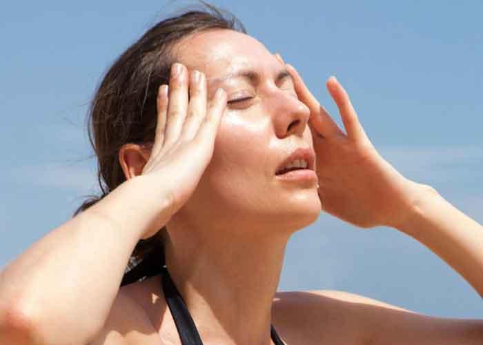 Болит голова от жары: причины и лечение