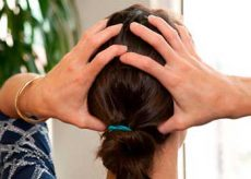 Болит шея отдает в затылок и в голову