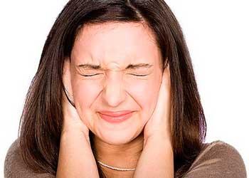 Почему возникает шум в голове и ушах