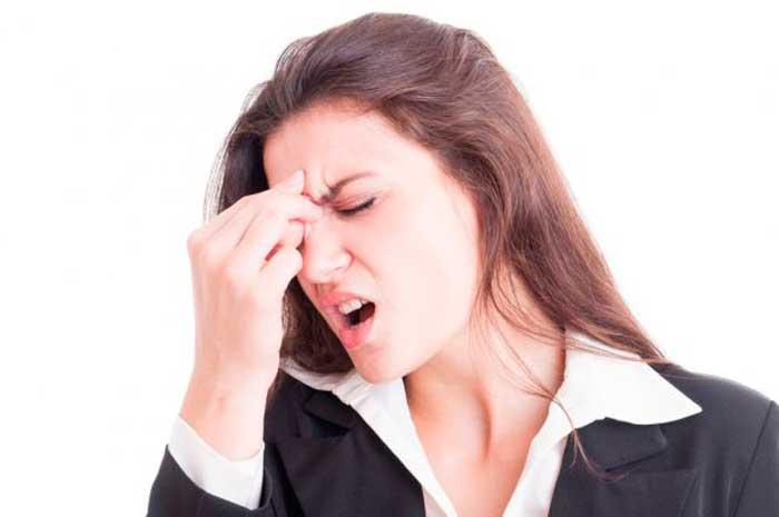 Болит лоб между бровей, насморка нет: диагностика, лечение