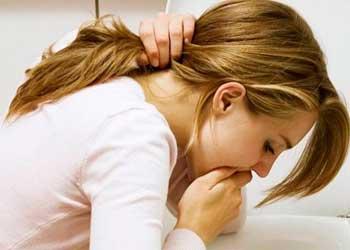 При месячных болит сильно живот и температура
