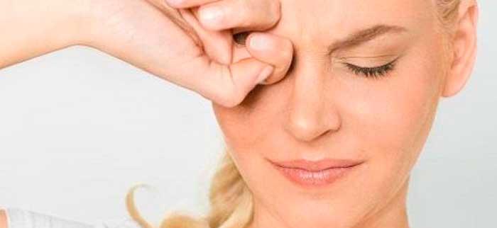 Болит глаз под верхним веком, больно нажимать: причины и лечение