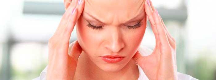 Болит голова и давит на глаза и виски: причины и что делать...