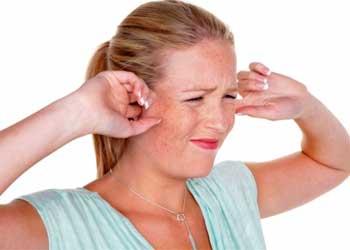 Давит на уши изнутри: причины и лечение