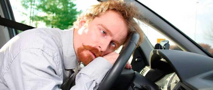 у водителя автомобиля болит голова