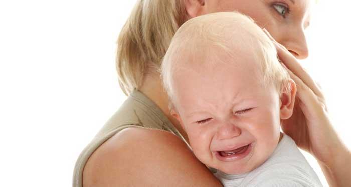 ребенок плачет после удара головой
