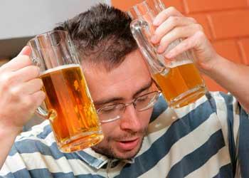 Почему после пива болит голова и что делать