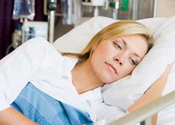 Болит голова после родов причины