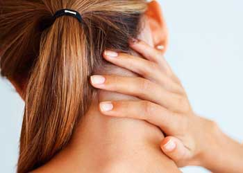 Болит ухо и шея с правой стороны