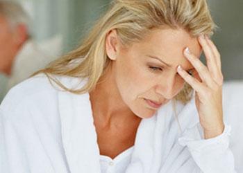 Головные боли при климаксе: симптомы и лечение