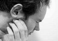 Причины возникновения боли в челюсти возле уха