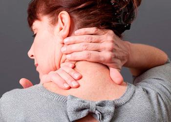 Почему болит шея и кружится голова